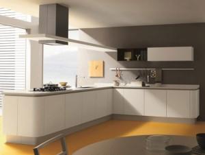 Modernt och lyxigt kök med vit kökslucka