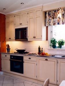 Kök med helinfällda köksluckor