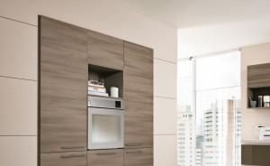 Modernt kök med Integrerad kyl/frys.