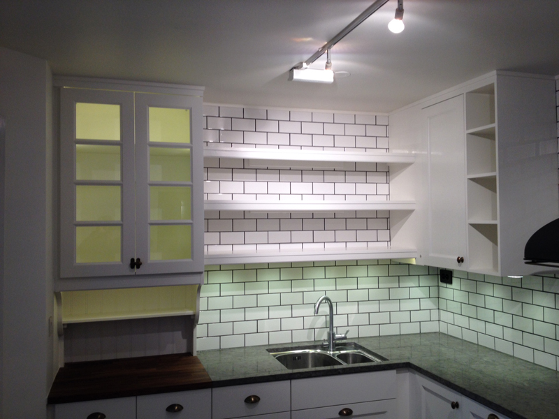 Bankskiva Kok Tra : bonkskiva kok tro  Platsbyggt kok i massivt tro med vit marmor