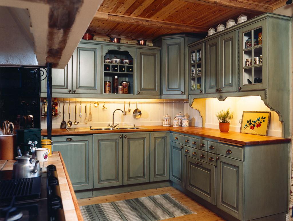 Lantliga kök i smaragdgrön färg
