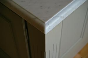 Profilfräst marmorskiva i kök