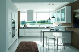 Traditionellt kök med vita ramluckor från Björkman Design