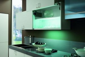Modernt kök - Glossy väggskåp