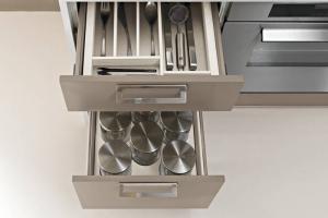 Modernt  kök med med smart lådinredning