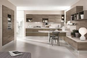 Lyxigt modernt kök med lackade och fanerade luckor