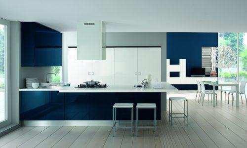 Moderna kök med blå lackad lucka