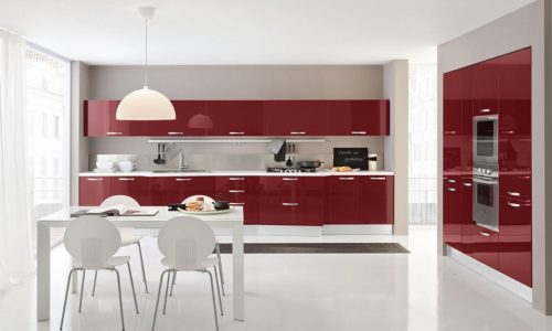 Prisvärt modernt kök med röda köksluckor