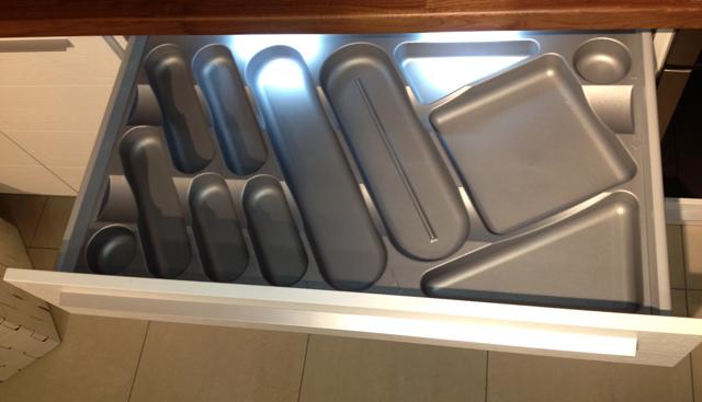 Köksinredning standard. Passar till lådor i mått 30cm, 45cm, 60cm och 90cm.